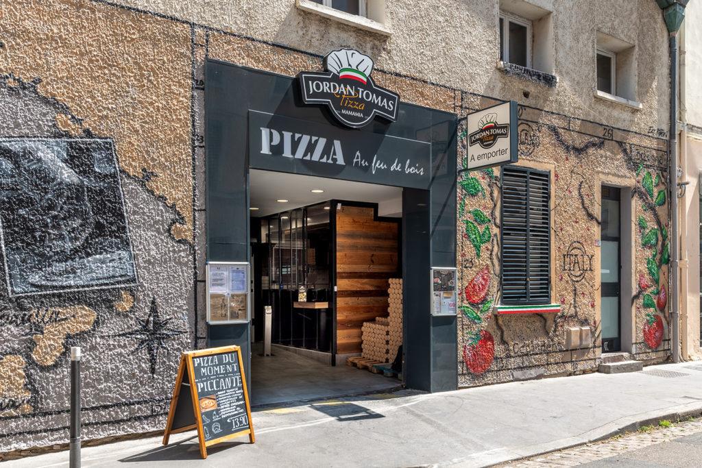 Entrée de la pizzéria Jordan Tomas de Lyon Saint-André